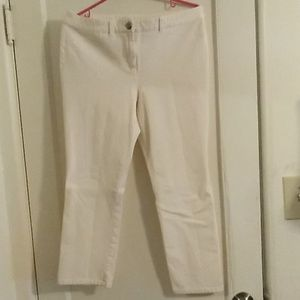 Chico SZ 1 ankle jeans off white. Like new. Strech